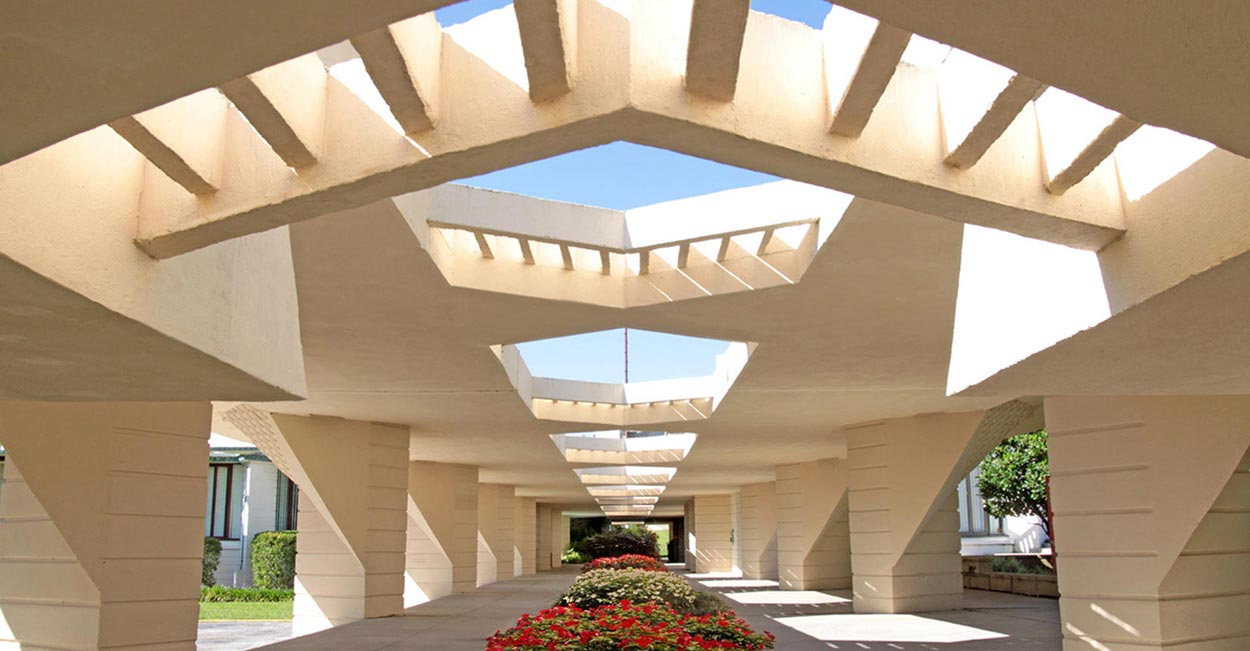 photo of the iconic frank lloyd wright esplanades on the florida southern college campus